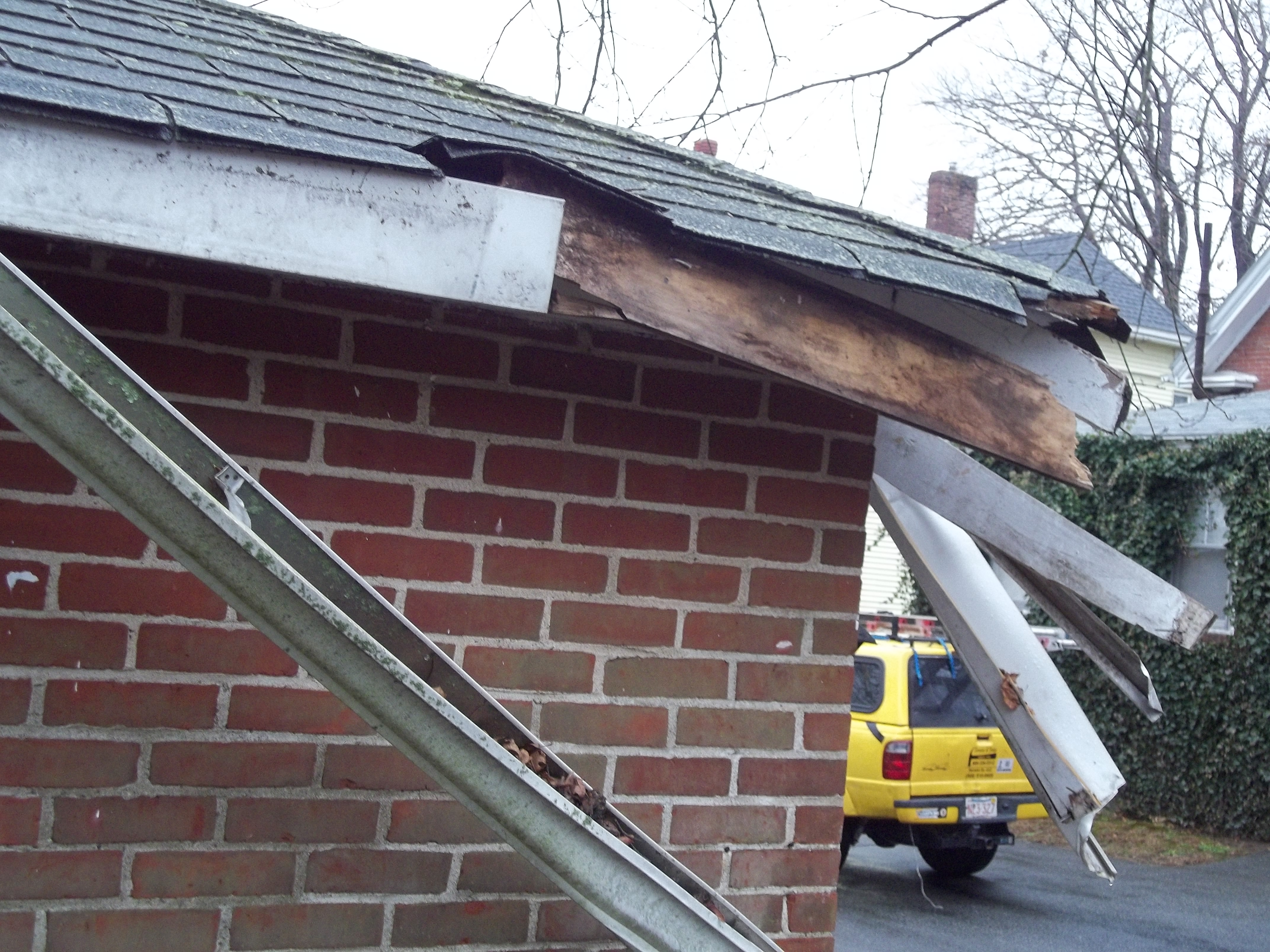 Clogged gutters cause water damage to your home for Does a house need gutters
