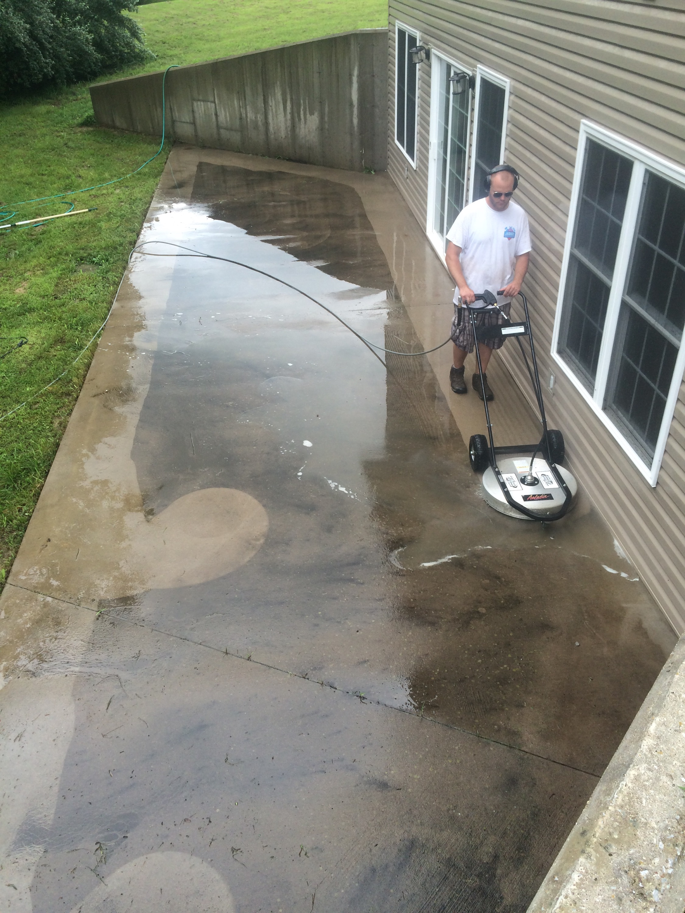 House washing and concrete patio cleaning in marion il for Basement concrete cleaner