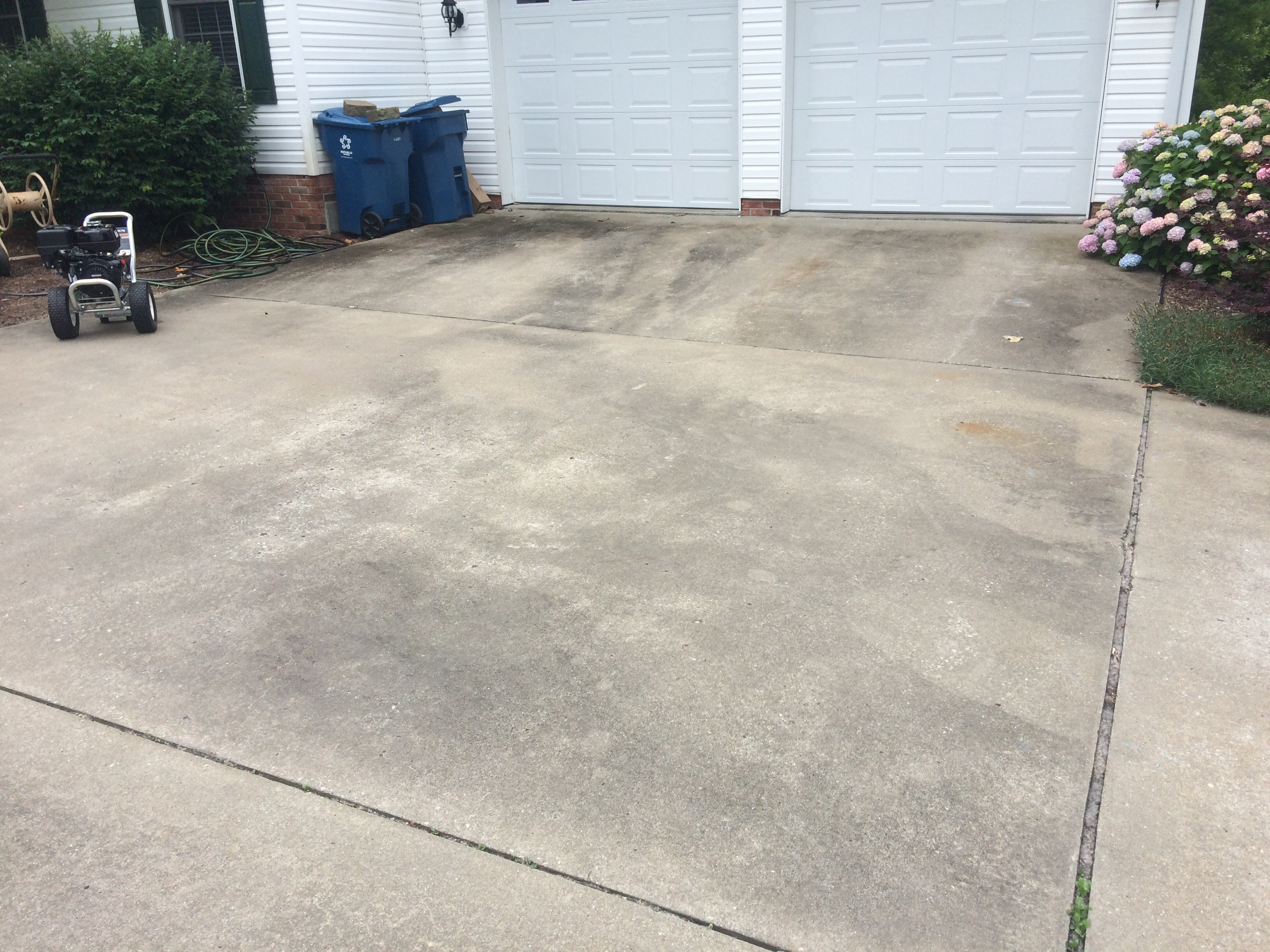 Concrete driveway cleaning in carterville il for Pressure wash concrete patio