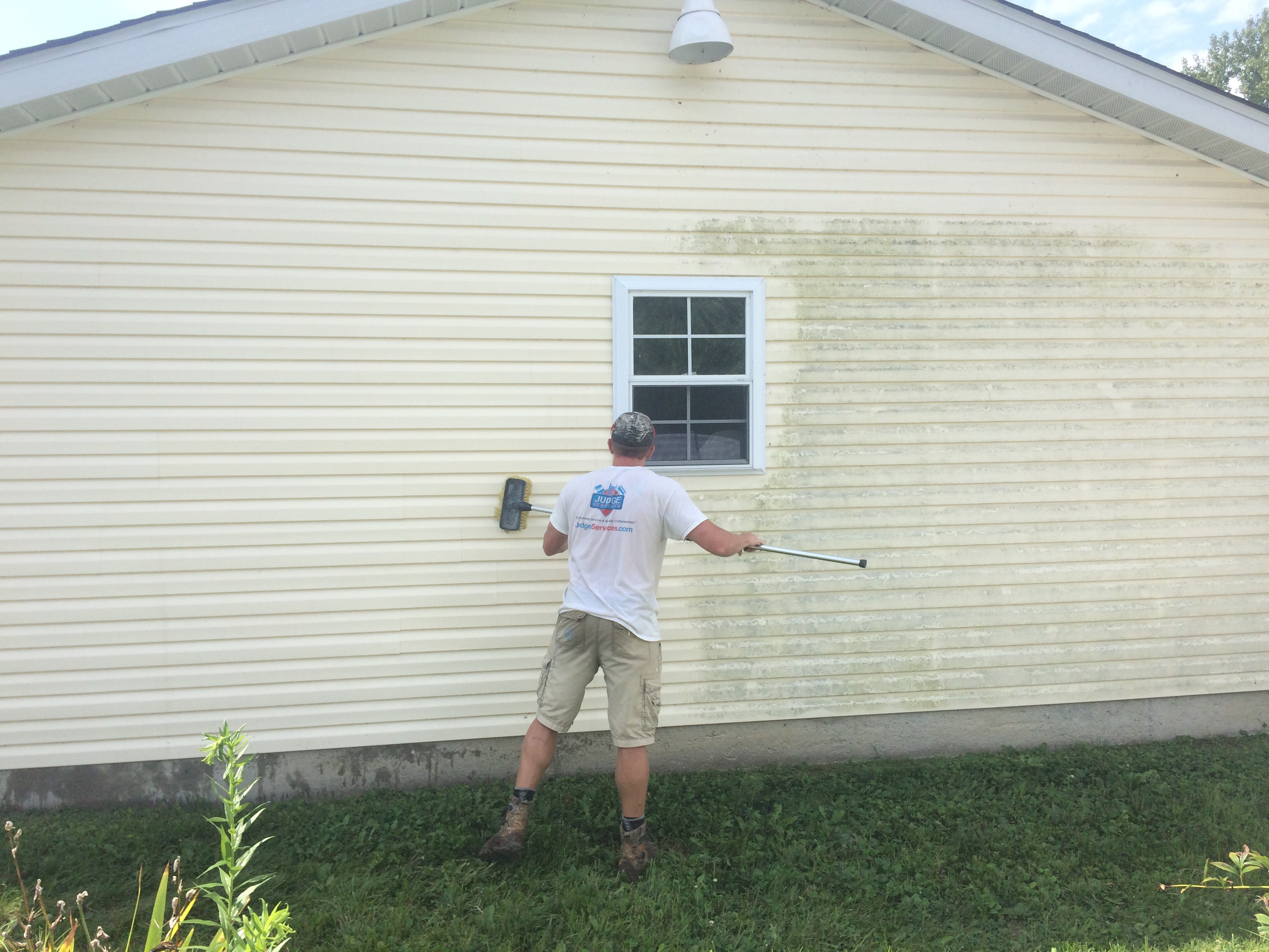 Washing mold off of vinyl siding
